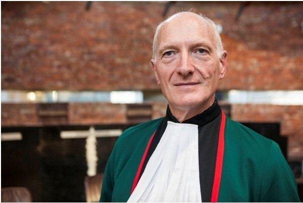 Edwin_Cameron_in_robes